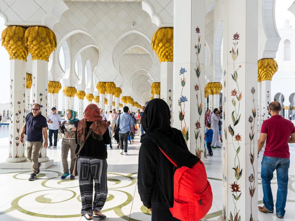 Besucher der Sheikh Zayed Moschee