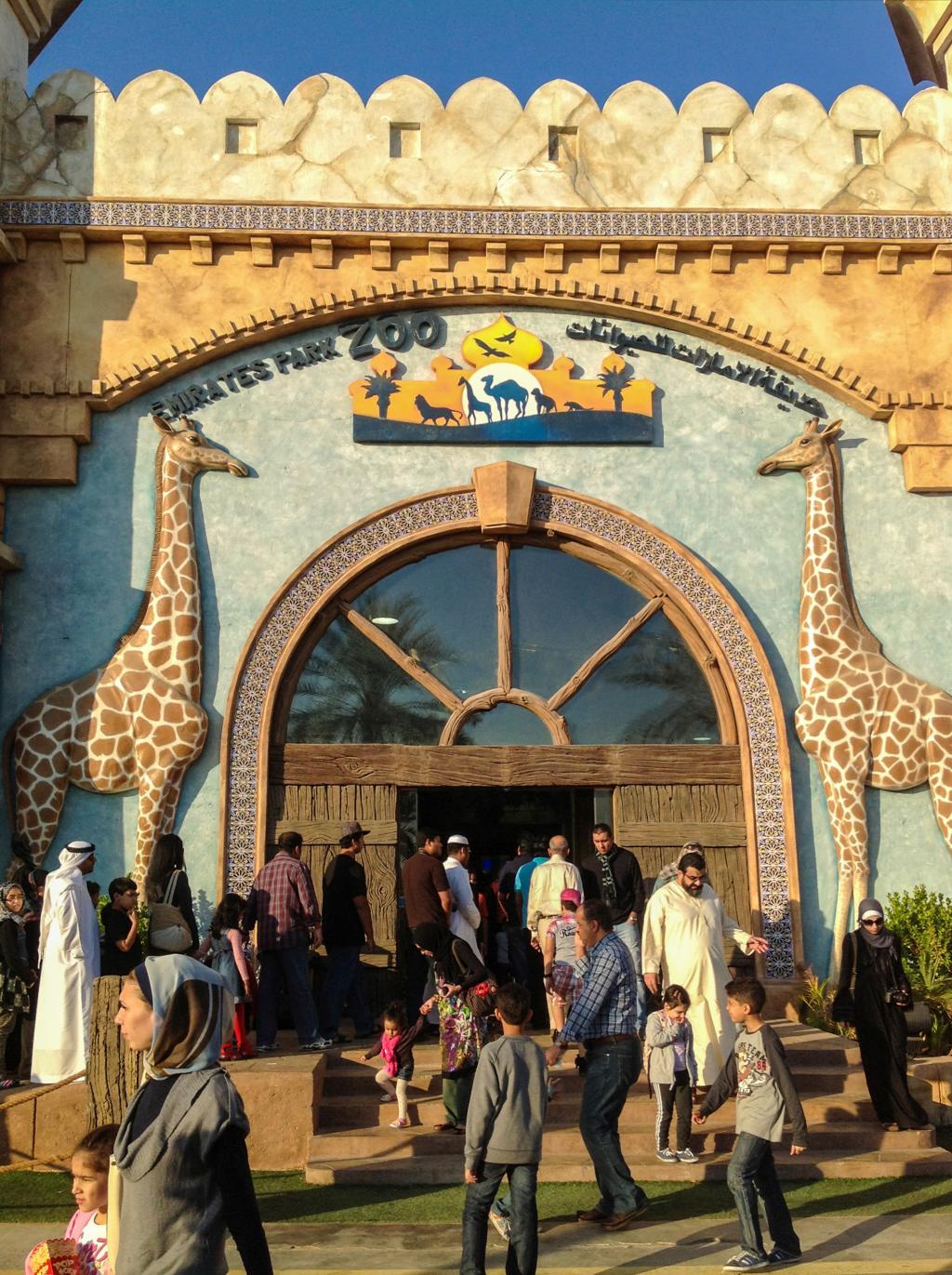 Der Eingang zum Emirates Park Zoo