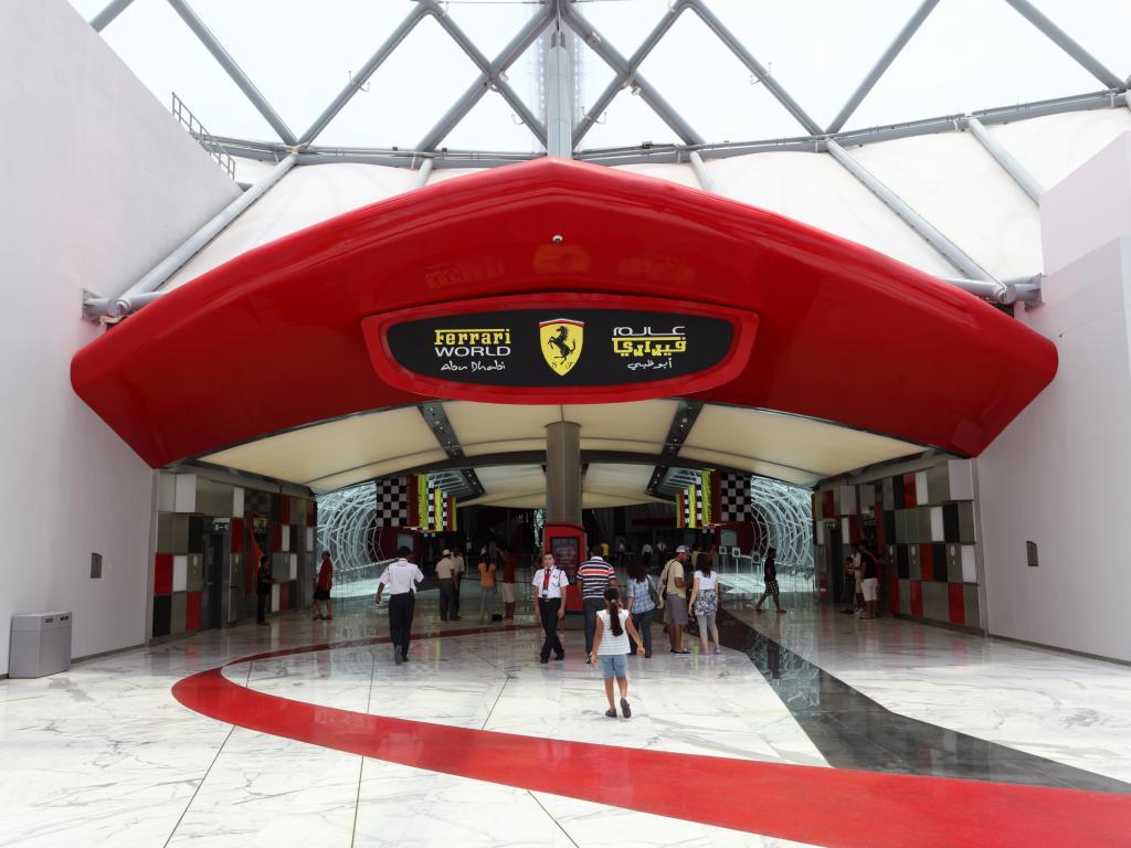 Der Eingang zur Ferrari World