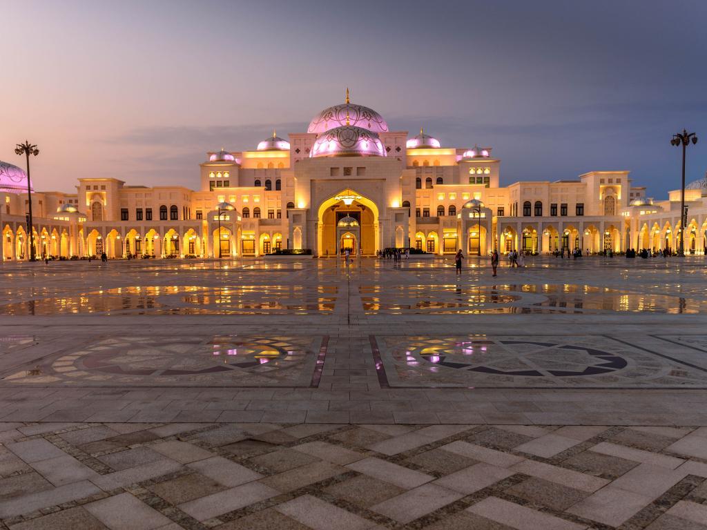 Der Palast am Abend