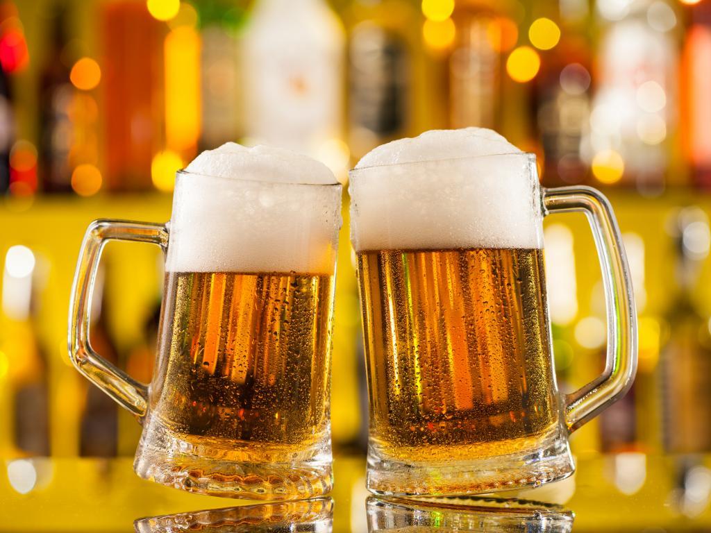 Ein Bier mit Schaum
