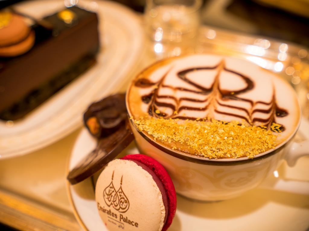 Ein Kaffee mit Gold