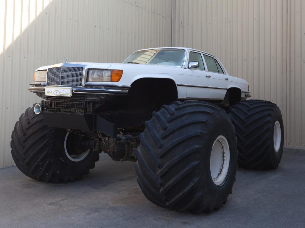 Mercedes mit grossen Reifen