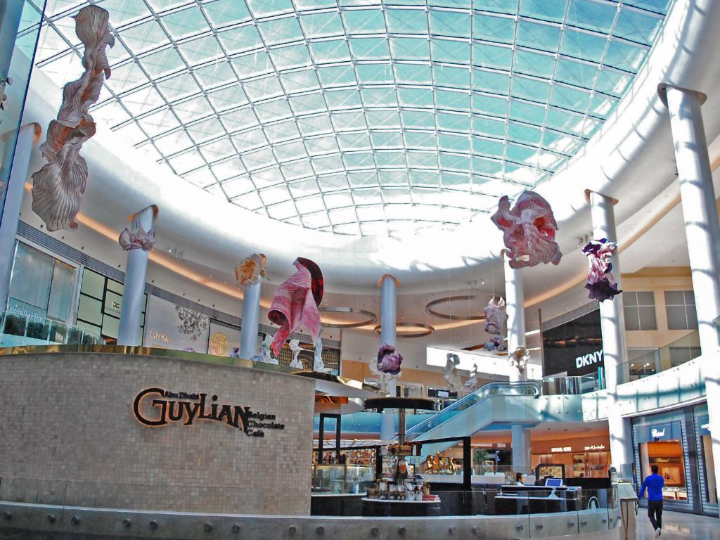 Shopping Center Yas Mall