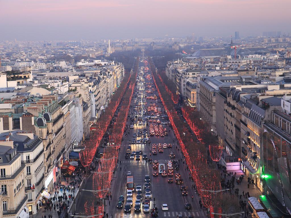 Ausblick vom Triumphbogen zur Champs-Élysées