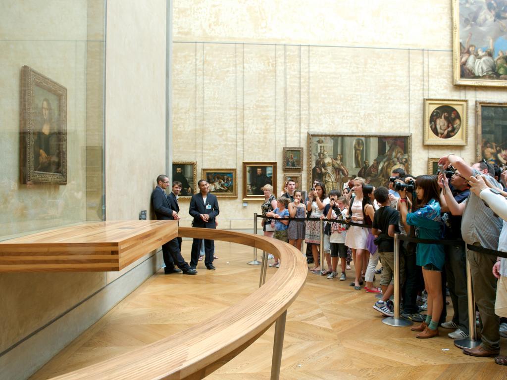 Besucher vor der Mona Lisa