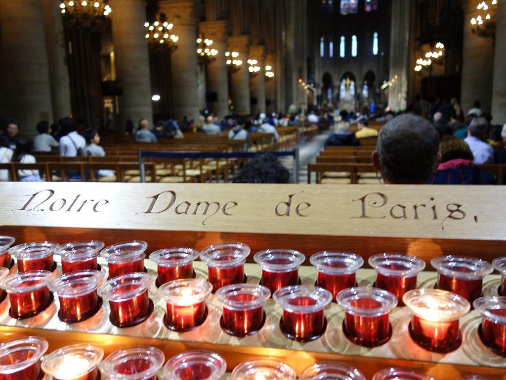 Kerzen in der Notre Dame