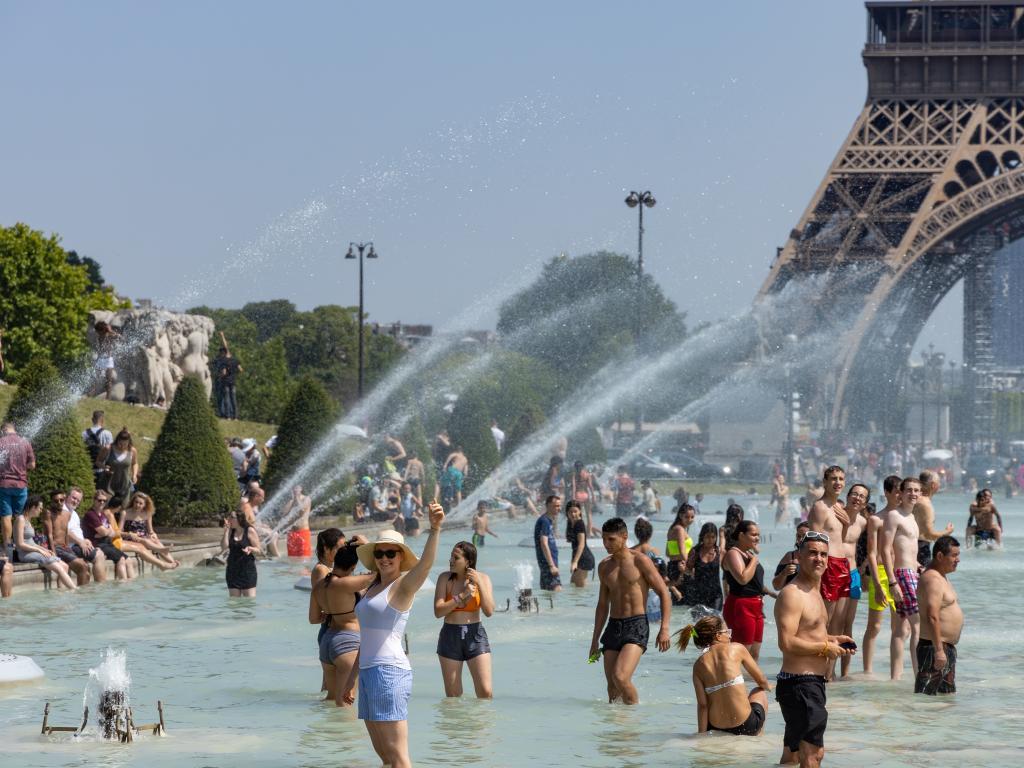 Paris Einwohner am Eiffelturm