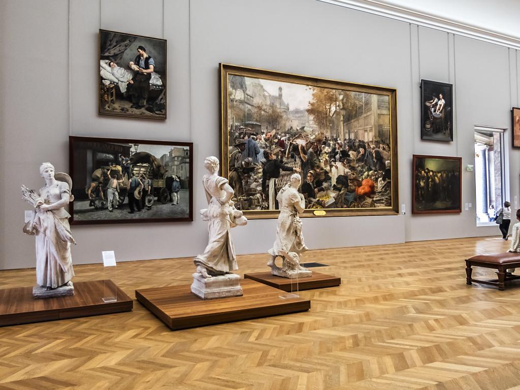 Skulpturen und Gemälde