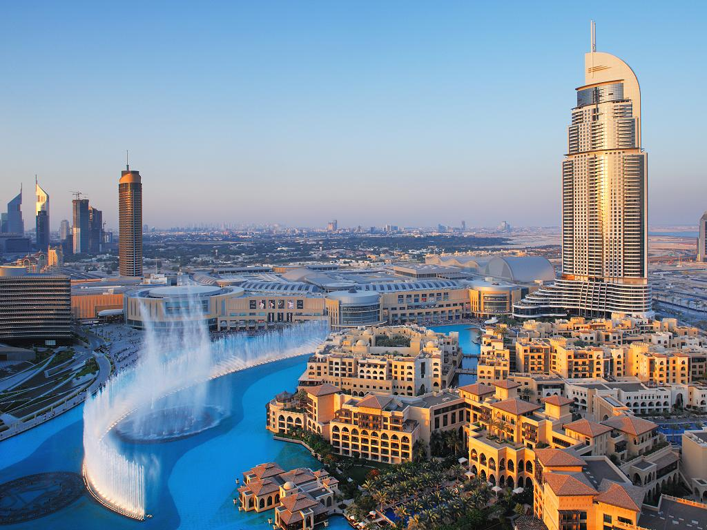 The Address Downtown Dubai mit den Wasserfontänen
