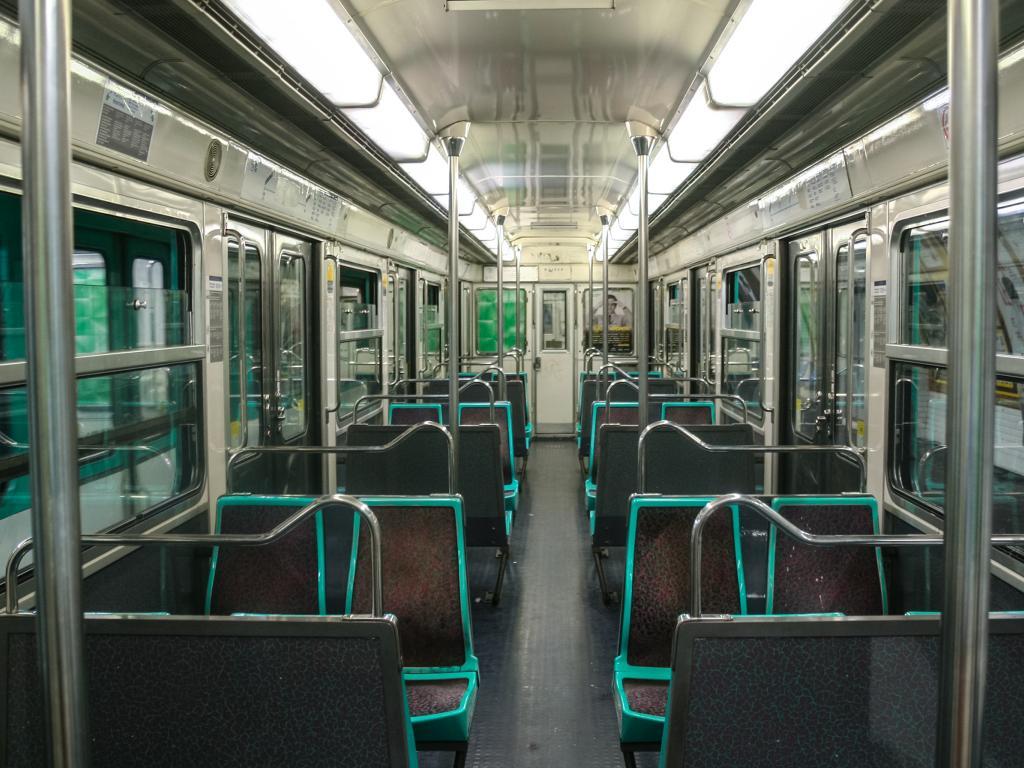 Zug von der Metro in Paris