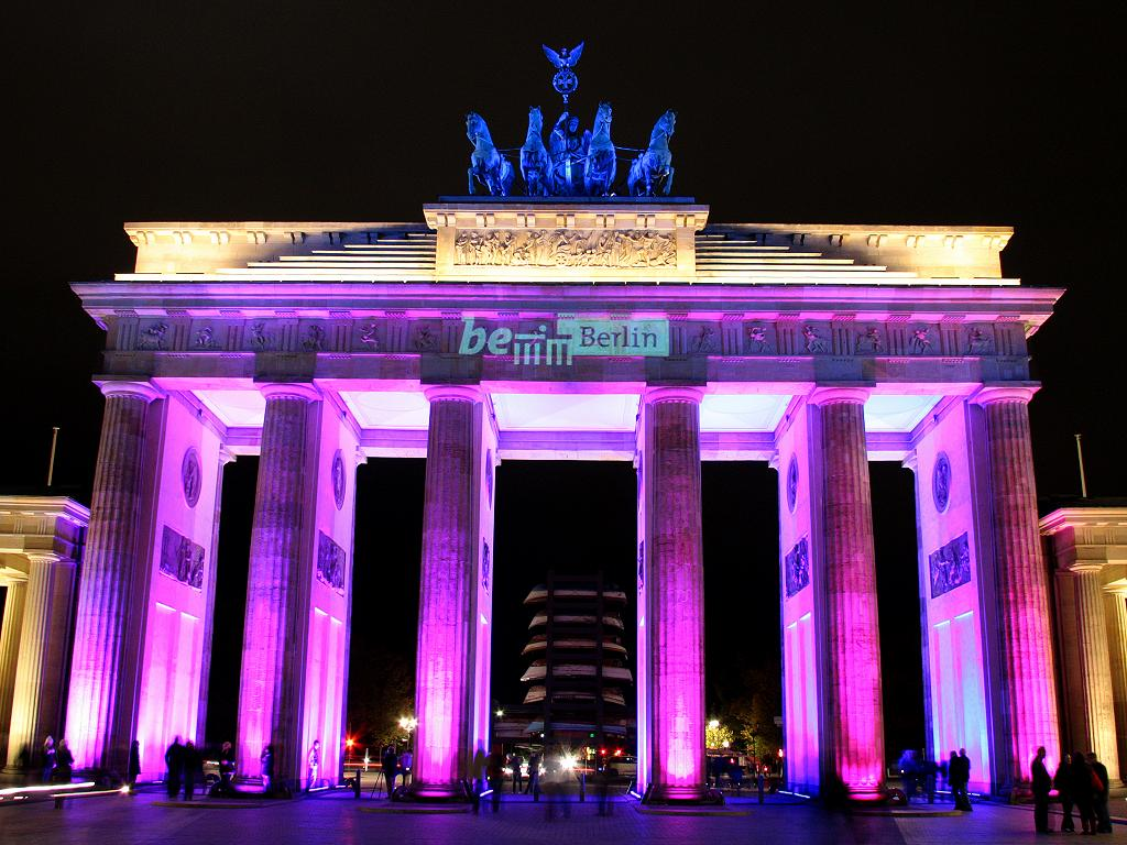 Das Brandenburger Tor wird beleuchtet
