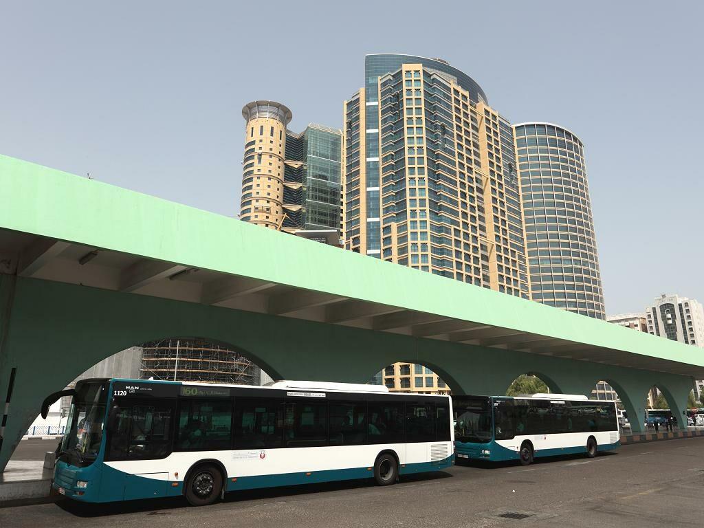 Ein Bus in Abu Dhabi