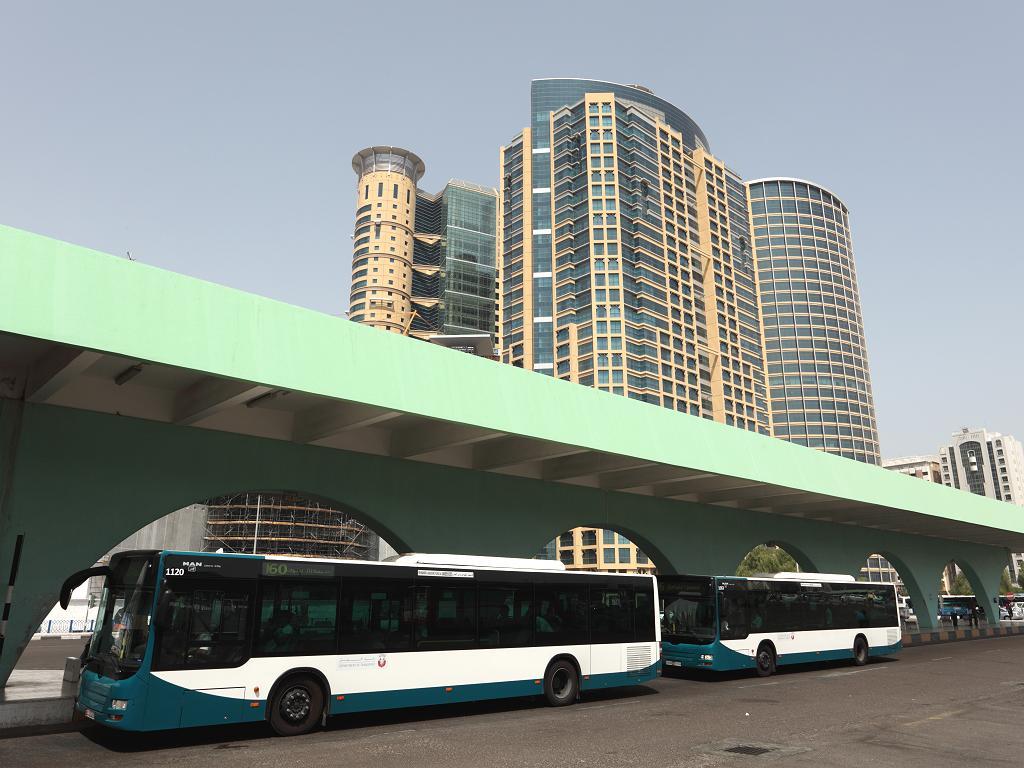 Von Abu Dhabi nach Dubai