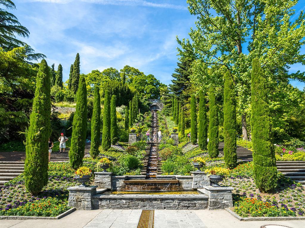 Italienische Blumen Wassertreppe