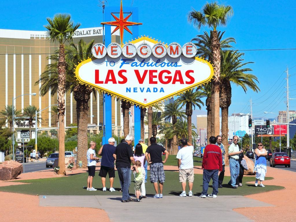 Touristen vor dem Las Vegas Sign