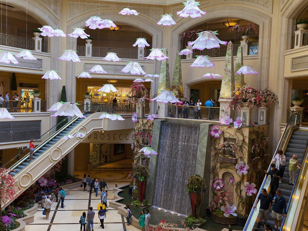 Ein Wasserfall im Hotel
