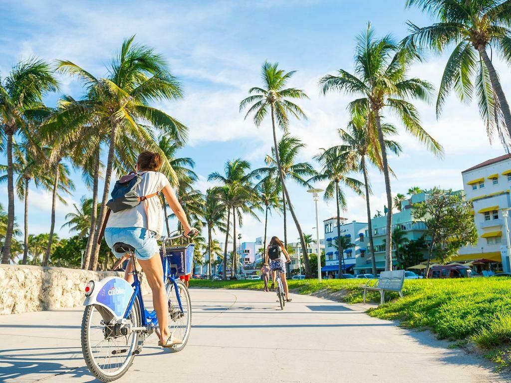 Touristen mit dem City Bike in Miami