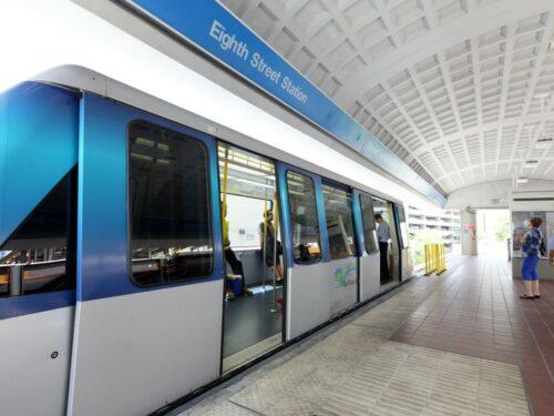 Eine Bahn vom Miami Metromover