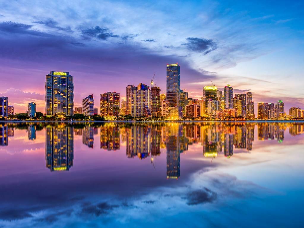 Die Skyline von Miami am Abend