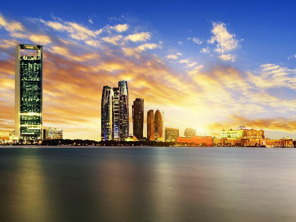 Abu Dhabi Skyline bei Nacht