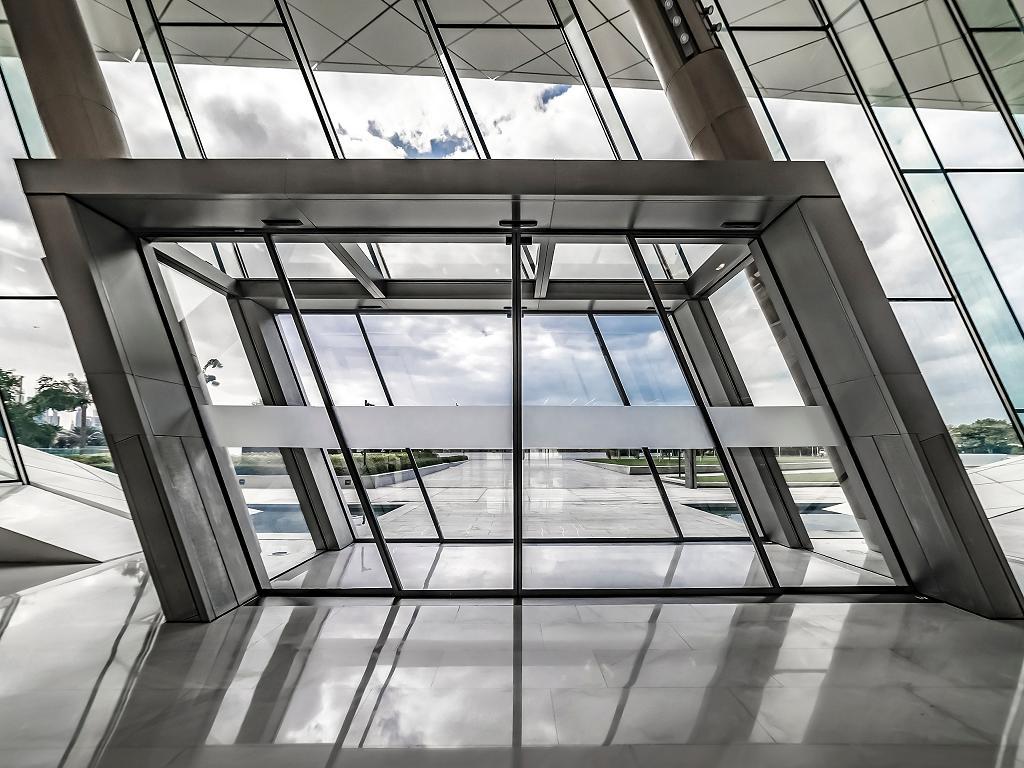Der Eingang zum Etihad Museum