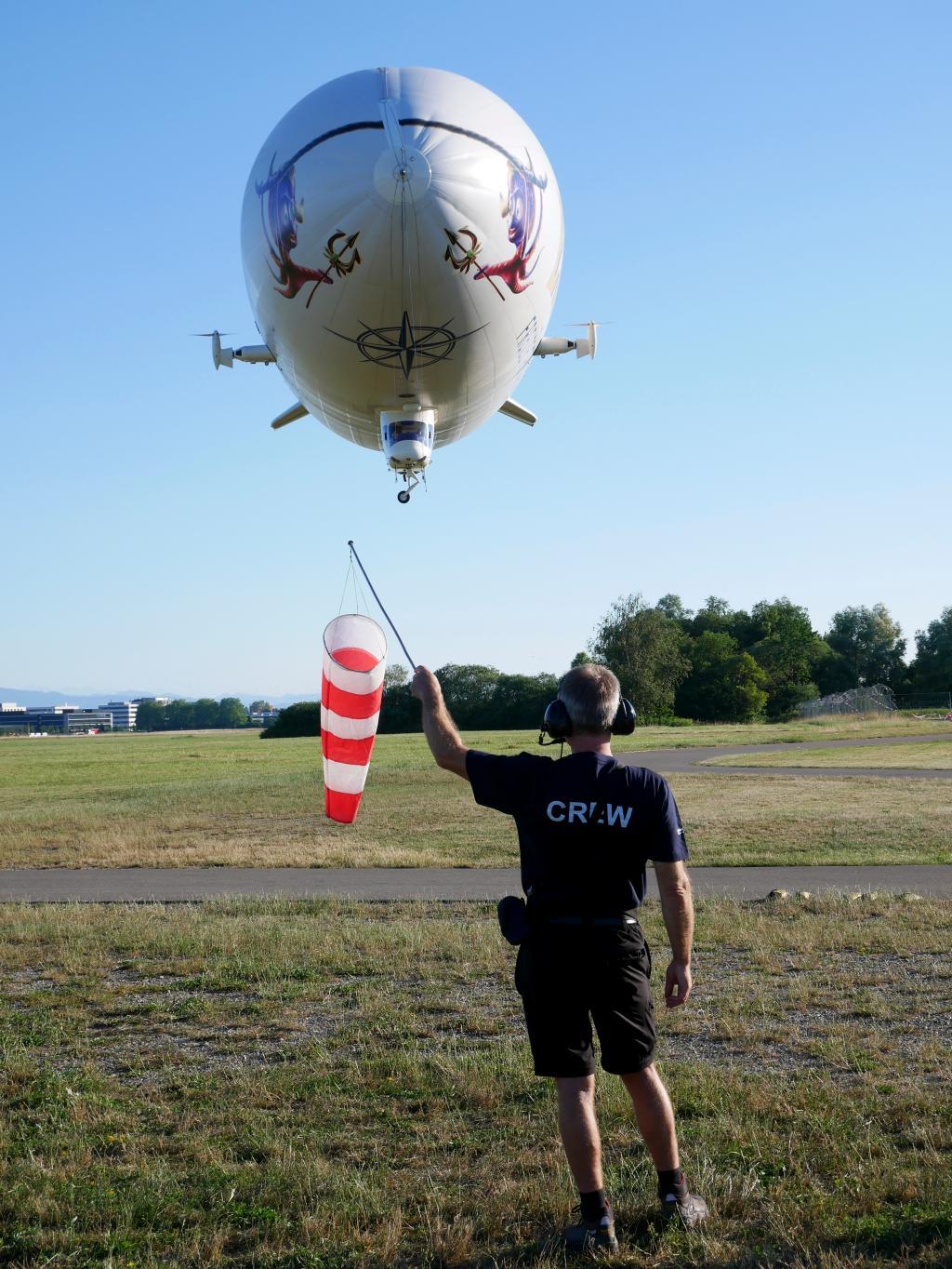Der Zeppelin bei der Landung