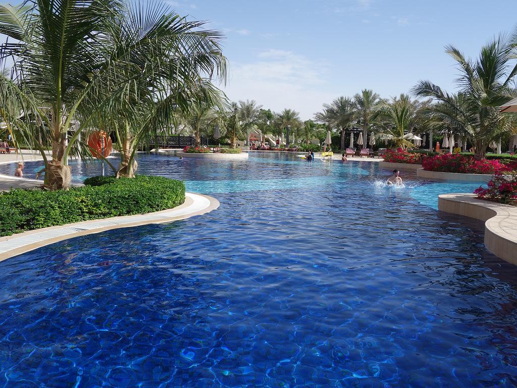 Der Pool vom Waldorf Astoria in Ras Al Khaimah