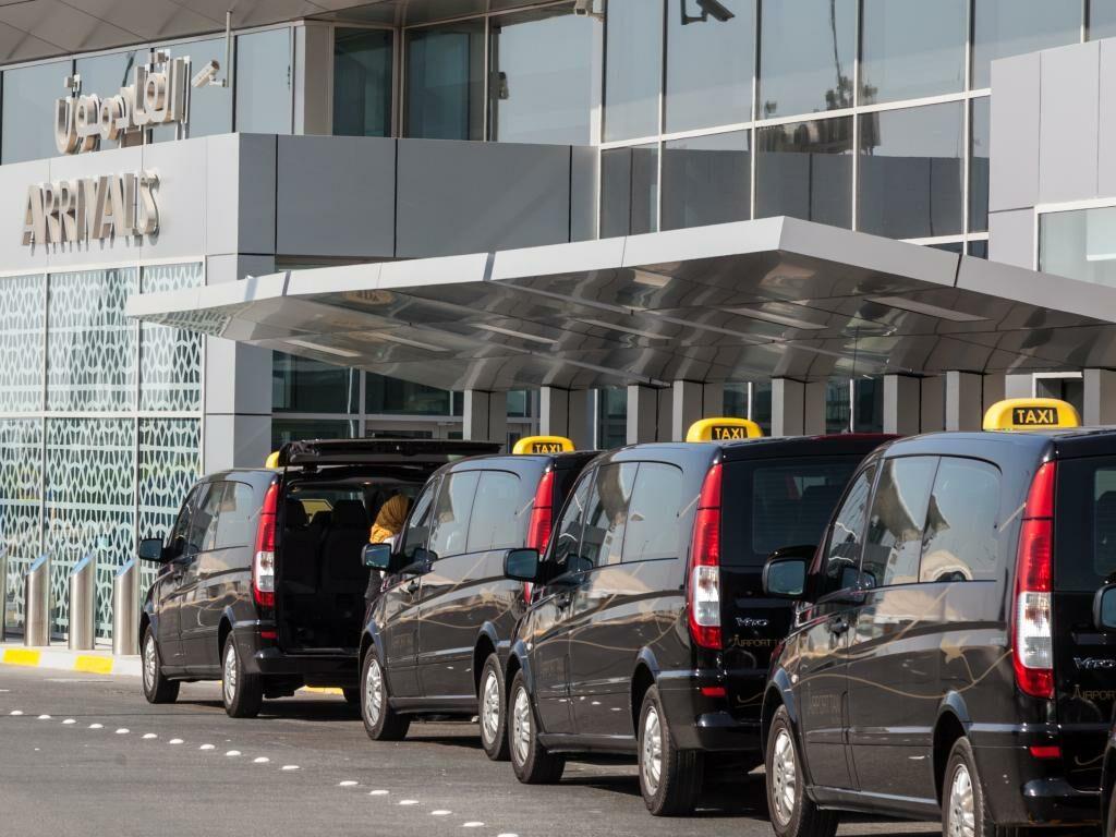Taxis am Flughafen Abu Dhabi
