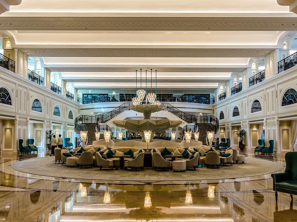 Die Lobby vom Waldorf Astoria Ras al Khaimah
