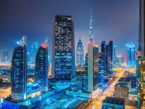 Dubai Skyline bei Nacht