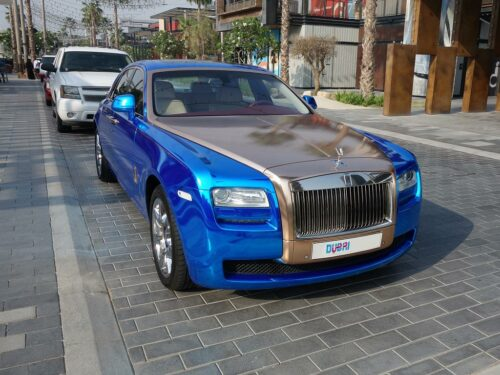 Ein blauer Rolls Royce