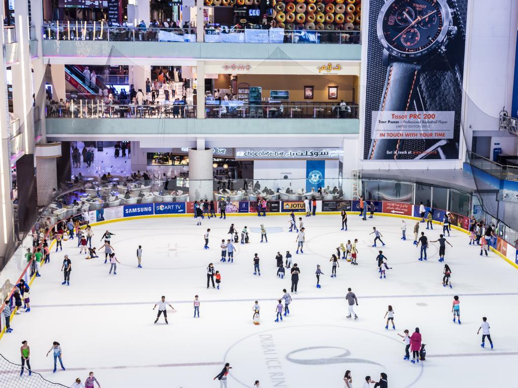 Die Eislaufbahn in der Dubai Mall