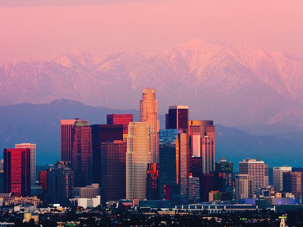 Die Skyline von Los Angeles am Abend
